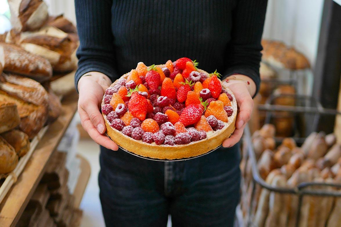 Tarte aux fruits rouges dans la boulangerie pâtisserie Maison Fortin