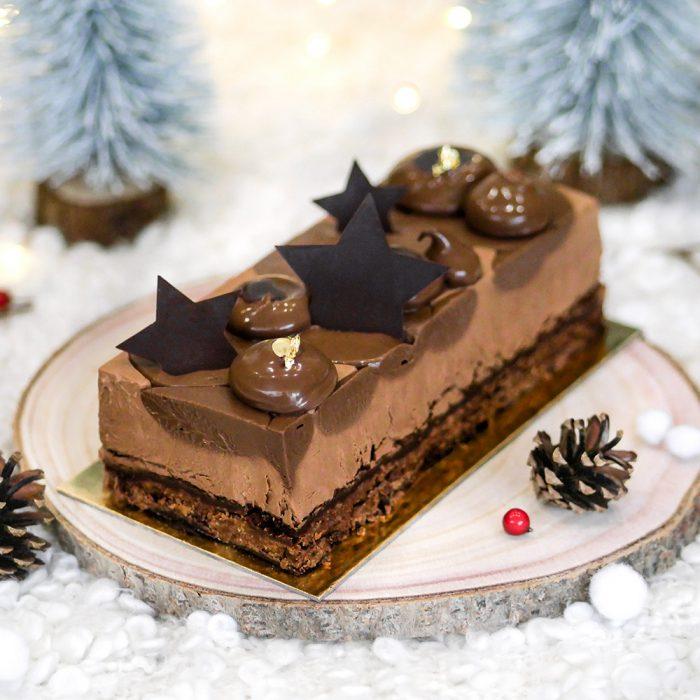Bûche de Noël aux chocolats pour les fêtes de fin d'année, conception à la boulangerie pâtisserie Maison Fortin