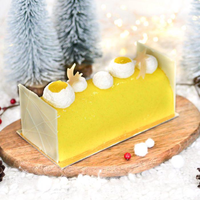 Bûche de Noël aux fruits de saison pour les repas de Noël. Fabrication à la boulangerie pâtisserie Maison Fortin par François Fortin et son équipe qualifiée