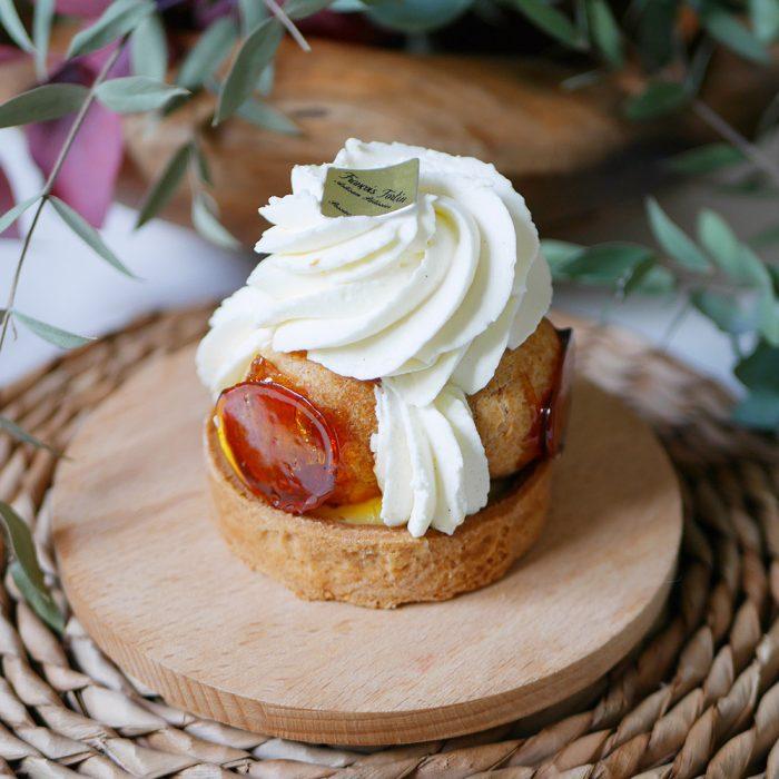 photo prise de près d'un Saint-Honoré, célèbre pâtisserie de la boulangerie pâtisserie Maison Fortin