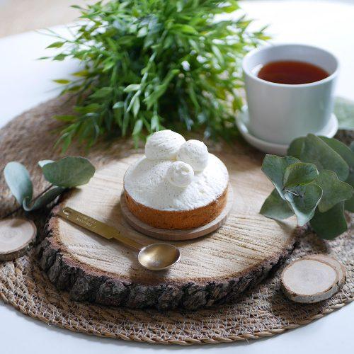 Tarte Nina, tartelette à la vanille de Madagascar accompagnée d'un thé disponible dans la boulangerie pâtisserie Maison Fortin